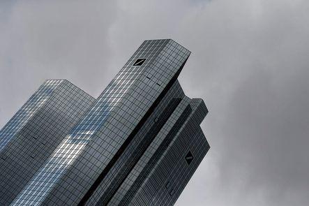 Varios bancos europeos siguen en litigios con las autoridades reguladoras de sus países por operaciones indebidas relacionadas con el Libor y el Euribor, como el Deutsche Bank (en la foto), el inglés Lloyds, el suizo UBS o el holandés Rabobank.