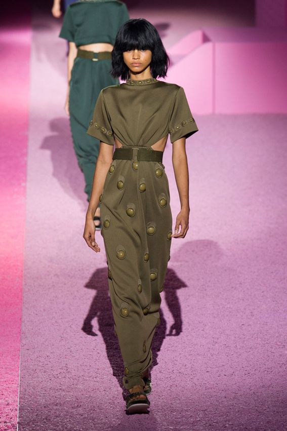 NY FW S/S 2015 Marc Jacobs. See alls fashion show at: http://www.bookmoda.com/?p=29361 #spring #summer #ss #fashionweek #catwalk #fashionshow #womansfashion #woman #fashion #style #look #collection #NY #marcjacobs @marcjacobsintl