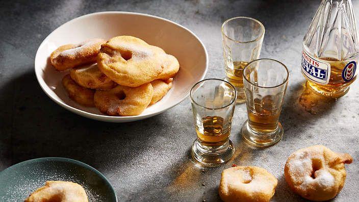 Gabriel Gaté's apple fritters (beignets aux pommes). Watch the video recipe.