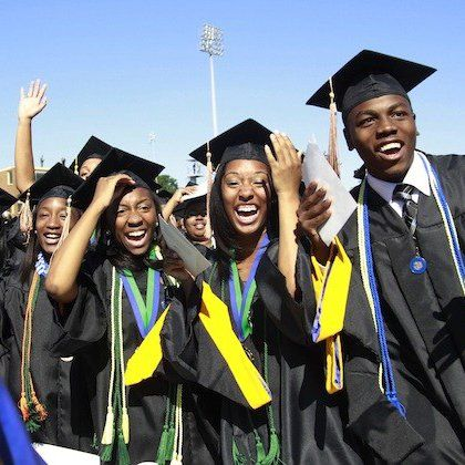Pendant deux semaines, ils seront formés aux Technologies de l?information et de la communication.  Dix étudiants camerounais ont pris le vol vendredi dernier pour la Chine. L?ob