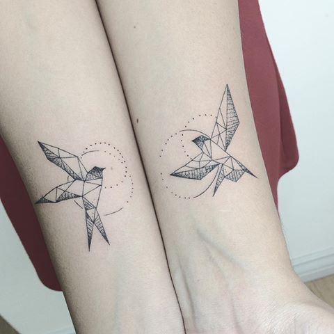Swallow geometric tattoo #tattoogeometric #tattooworkers #tattrx #tattoosofinstagram #tattooedwomen #arttattoo #perfectttt #perfecttattoo #swaĺlowtattoo #tattoo #tattoos #tattooed #tattooartist #tattooedgirls #tattoolife #tattoodesign #tattooflash #tattoomodel #equilattera #formink #linestattoo #geometrictattoos