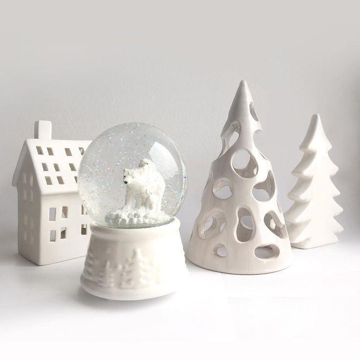My white Christmas  #christmas #whitechristmas #bianconatale #natale #decoration #decorazioni #christmasdecorations #addobbinatalizi #addobbi #bianco #white