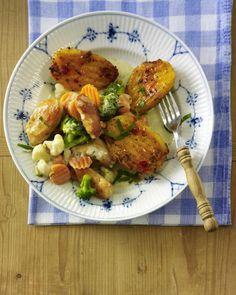 Unser beliebtes Rezept für Grillkartoffeln zu Hähnchen-Gemüsepfanne und mehr als 55.000 weitere kostenlose Rezepte auf LECKER.de.