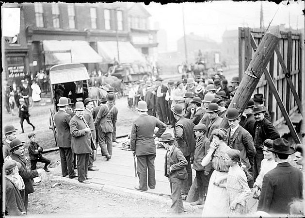 chicago race riots essay Free essay: this book review was on the book of race riot: chicago in the red  summer of 1919 it was a long-term study done by william m tuttle, jr its.