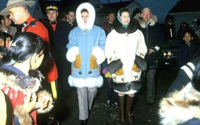 Королева Елизавета II и принцесса Анна в Канаде