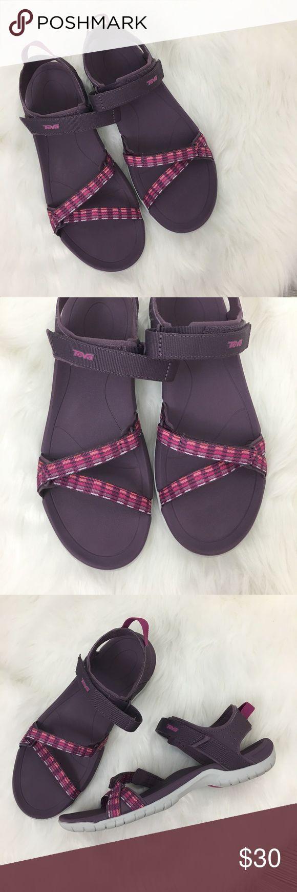 Teva Sandals Size 9.5.  Teva water shoe sandals.  Excellent Condition! Teva Shoes Sandals
