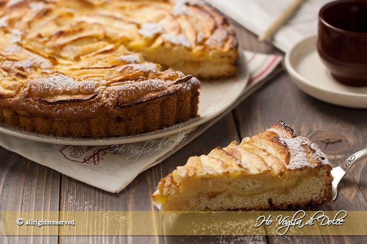 Crostata morbida di mele e crema e marmellata. Una simil crostata facile, veloce e senza tempi di riposo. Occorrerà un semplice mixer ed è pronta,buonissima