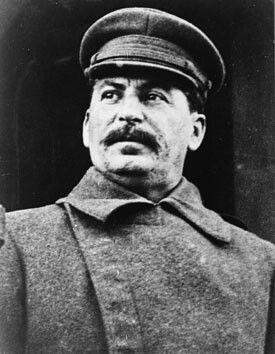 """Iosef Stalin lider de la URSS durante la segunda guerra mundial. """"No puedes hacer una revolución con guantes de seda."""""""