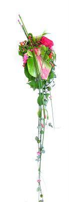 Anthurium, cerise ros, björnbär, calandiva mm http://holmsundsblommor.blogspot.se/2008/07/rosa-grn-gracil-bukett.html