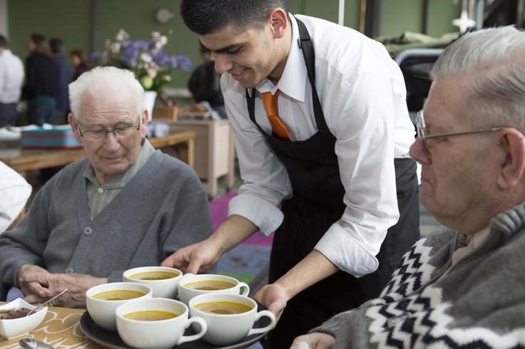 De lunch, verzorgd bij Caffee Allee van Stichting Robin Hood, viel zeer in de smaak #NLdoet #Vitalis