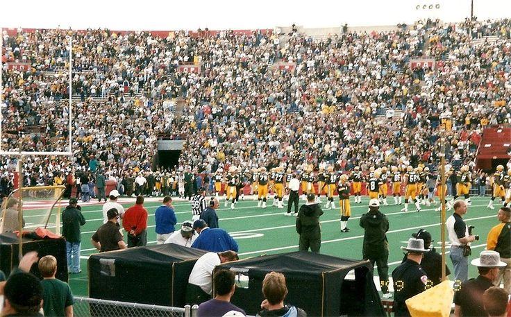 Due to Y2K concerns the NFL did not want to hold the opening round of the playoffs on January 1 2000. The season was thus started a week late so week 17 games would fall on January 2nd. The start of the season after Labor Day would become a regular fixture for future seasons  http://ift.tt/27zzMae Submitted May 09 2017 at 02:52AM by MyWifesABobcat via reddit http://ift.tt/2qW4TNl