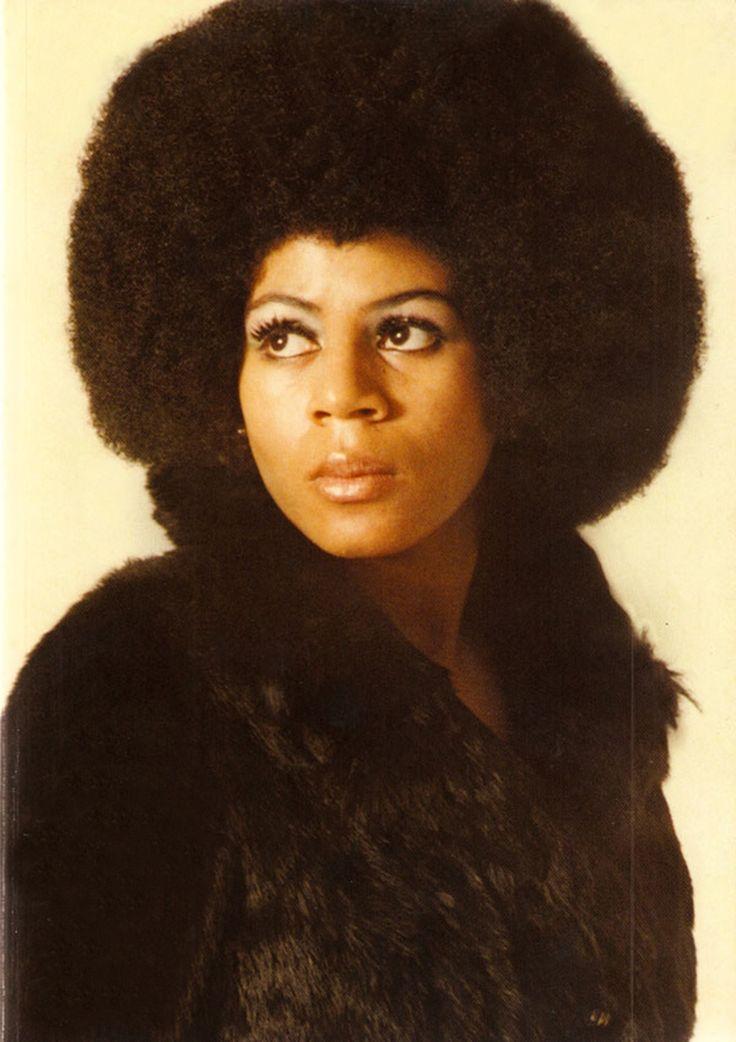 Minnie Riperton - light lyric-coloratura soprano. (11/8/1947 - 7/12/1979) actress, singer born in Chicago.