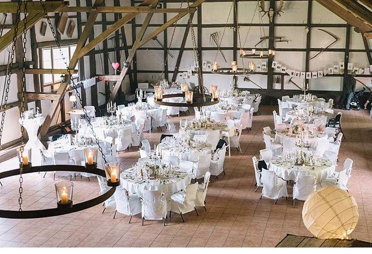 Viel Herzblut und Kreativität flossen in den vergangenen Monaten in die Organisation und Gestaltung dieser zauberhaften DIY Landhaushochzeit. Fotos: Laboda Wedding Photography