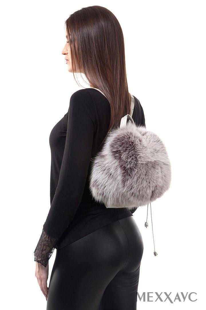 Меховой рюкзак можно назвать настоящим хитом в мире моды. Он отлично сочетается с повседневной одеждой и вечерними платьями. Мех никогда не выходил из моды, поэтому можно с уверенностью сказать, что меховые аксессуары стали трендом 2017-2018 года. На наших сайтах меххаус.рф , казань.меххаус.рф представлен большой выбор меховых аксессуаров. #меххаус #рюкзакизмеха #меховойрюкзак #меховойбрелок #меховойпомпон #рюкзак #купитьрюкзак #мехнорки #мехлисы