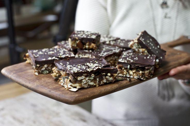 Barres aux beurre d'amandes, noix et chocolat noir | Recette
