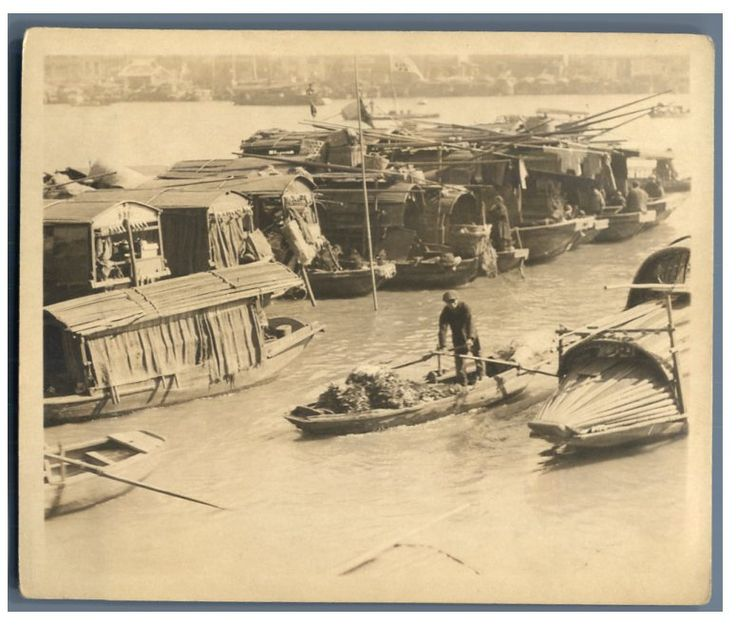 China, Shanghai, Floating store among the Sampans and Junk on Yang-Tse-Kiang     #Asie_Asia #Chine_China