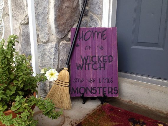 Wicked witch & little monsters. Etsy listing at https://www.etsy.com/listing/162411532/witch-and-monster-pallet-sign