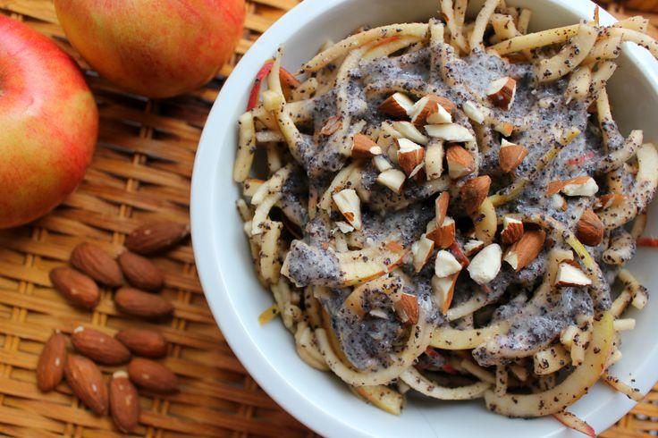 jablečné nudle s mákem