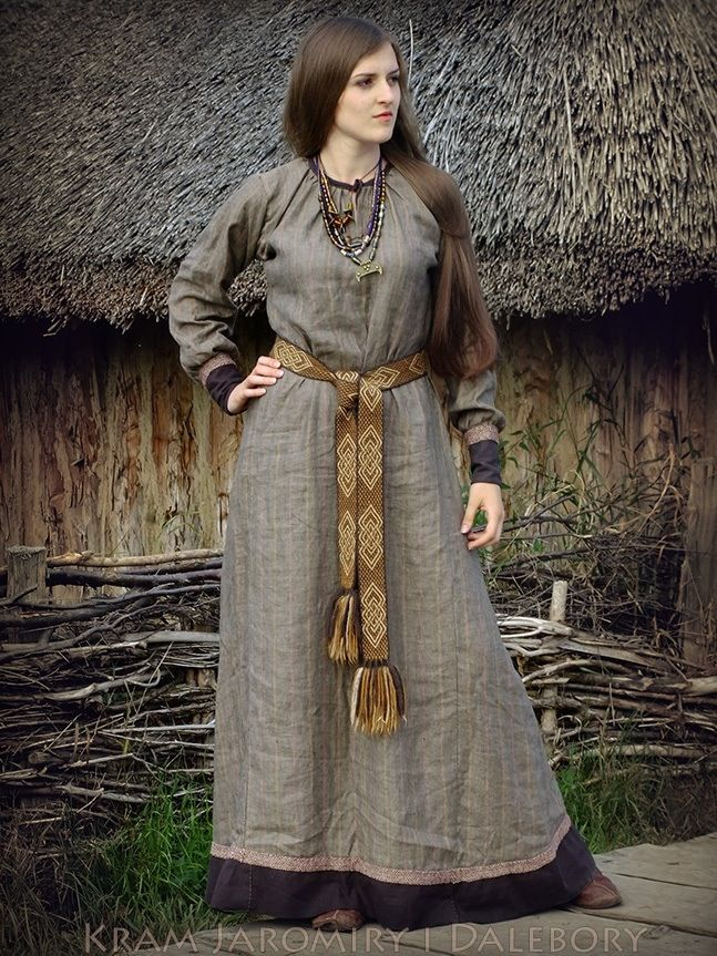 Those sleeves. That belt. The faint striped pattern of the grey fabric. It looks like such a simple outfit, but the detailing is phenomenal.