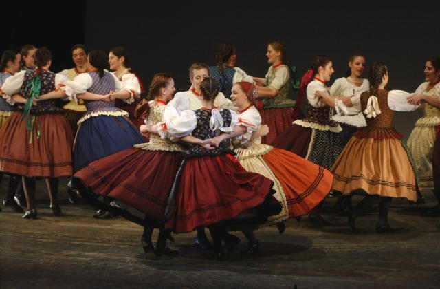 Women's folk dance