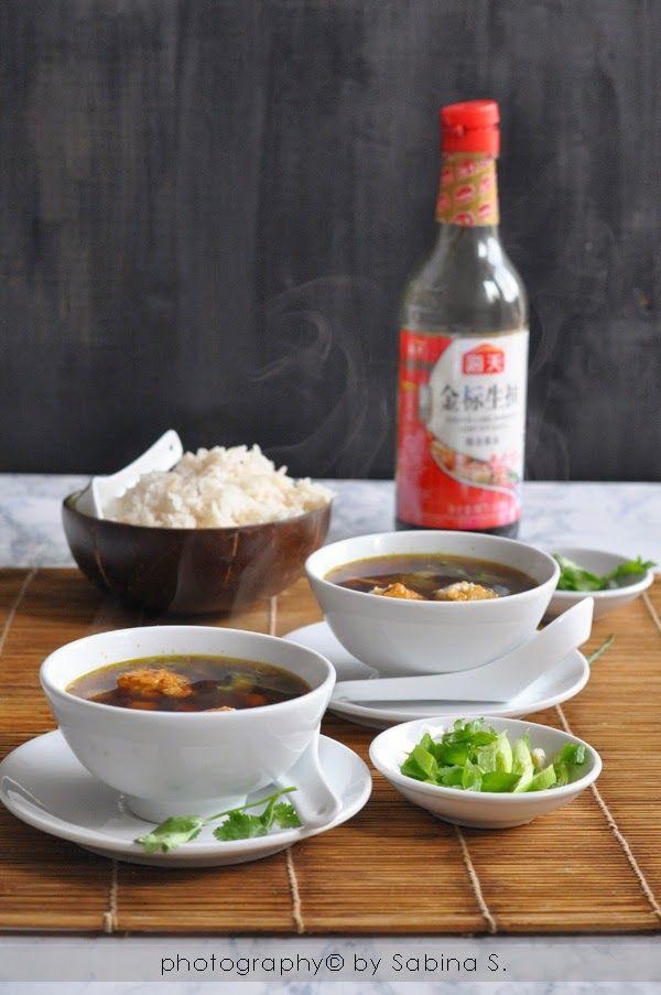 Due bionde in cucina: Zuppa thai con gamberetti, polpettine di pollo e r...