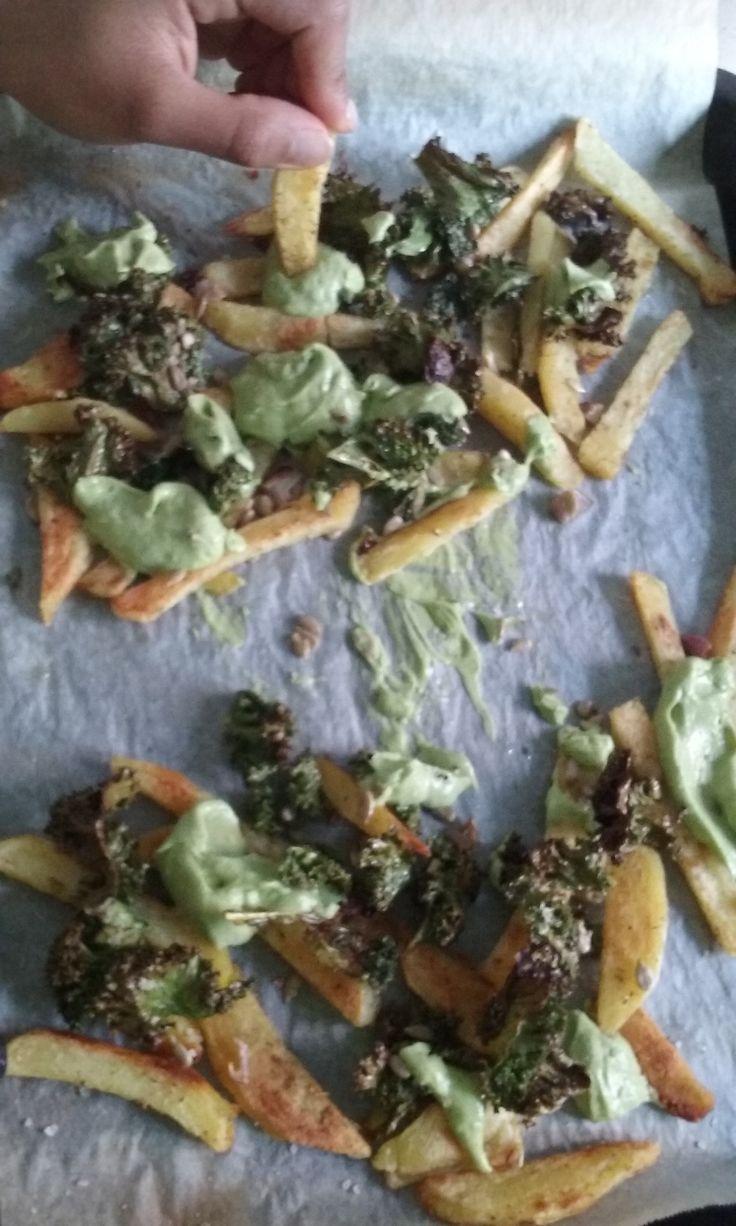 Frites maison sauce avocat et chips de Kale, inspirés de...Hot for food