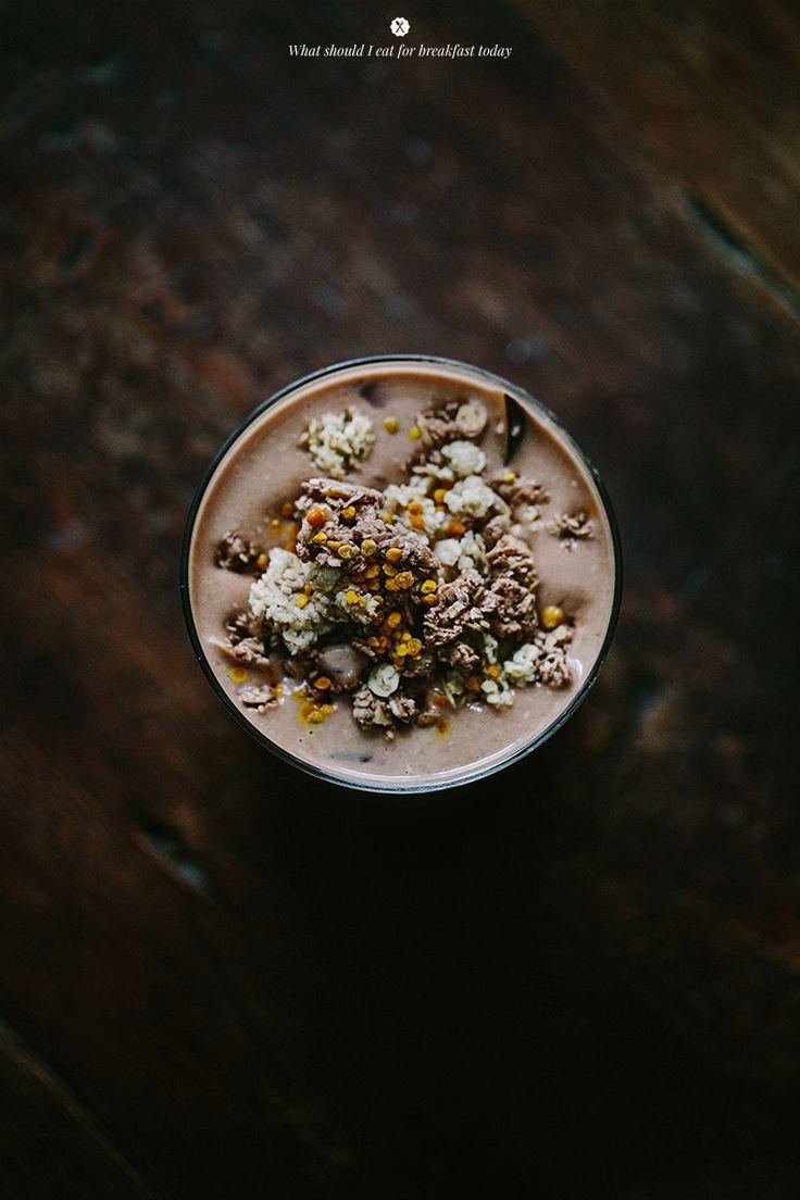 Banana oat shake with cacao and maca.