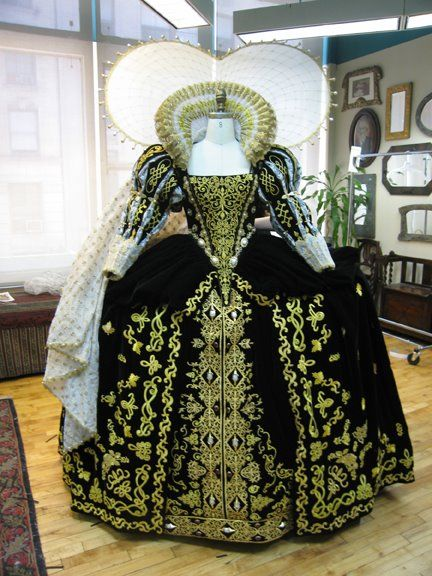 Gorgeous reproduction of late Elizabethan period gown.