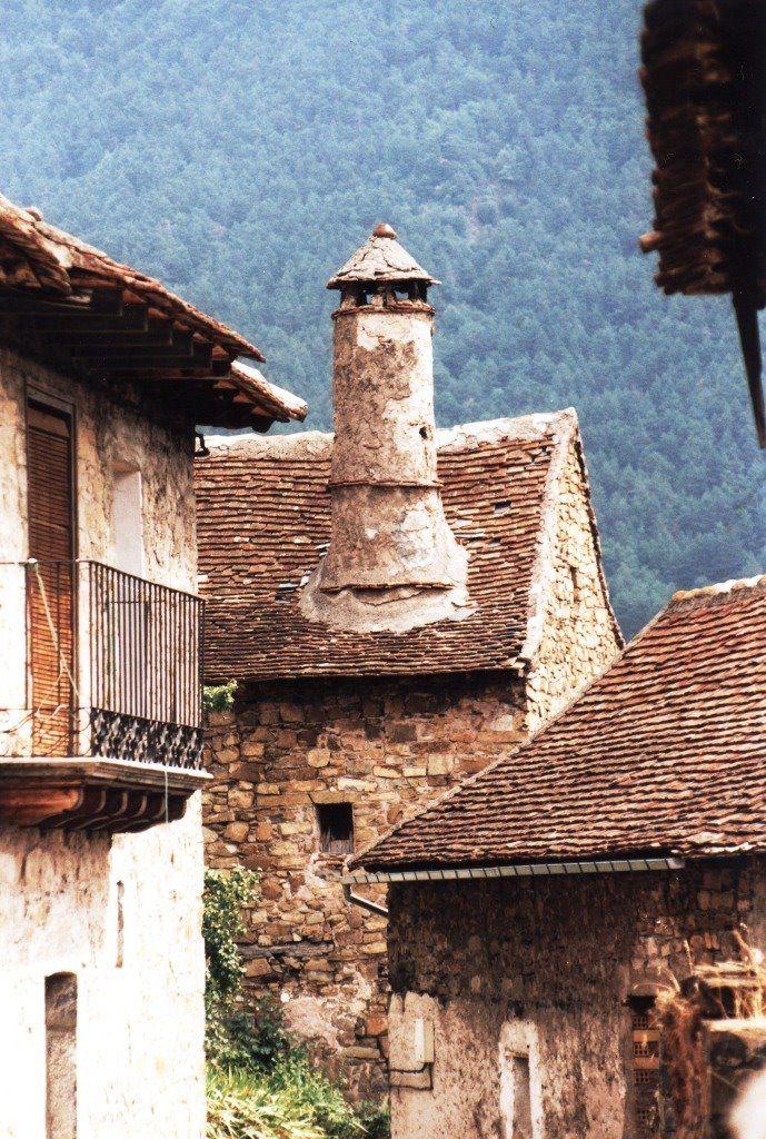 """The """"pepperpot"""" Chimenys and steep tiled roofs of Valle de Hecho- Chimenea troncocónica, Siresa. Localización: Pirineos, Huesca, Aragón, España. Spain."""