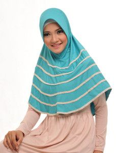 Zaria l Adara    Bergo basic panjang terlihat lebih unik dengan hiasan renda mini bersusun disekelilingnya.    Note : ciput dijual terpisah  http://jilbabmodis.net/elzatta-hijab/zaria-l-adara