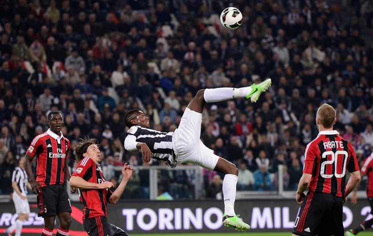 Juventus Paul Pogba (C) kicks the ball during their match against AC Milan in their Serie A soccer match at Juventus stadium in Turin April 21, 2013. REUTERS/Giorgio Perottino