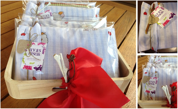 Hace unos días preparamos estos preciosos saquitos térmicos personalizados para una comunión... We prepared these beautiful and customized thermal sacks for a communion a few days ago...