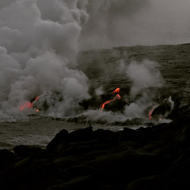 【pugco.camera】さんのInstagramをピンしています。 《どろどろマグマ、ハワイが大きくなっているところ! * #ハワイ #ハワイ島 #キラウエア火山 #マグマ #溶岩 #どろどろ #流れてる #海 #ニコン #ニコン写真 #一眼レフ #一眼レフ楽しい #hawaii #happyhawaii #bigisland #kilauea #kilaueavolcano #lava #oceanentry #ocean #toohot #danger #nikon #NIKOND5500 #nikonphoto #lovenikon》