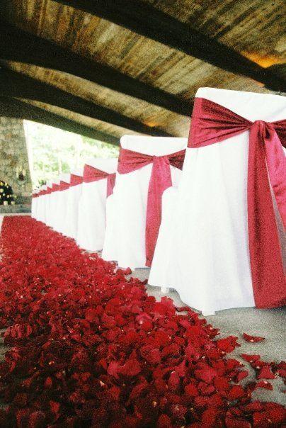 Red Wedding | UGA Wedding | Romantic Wedding | Aisle Inspiration