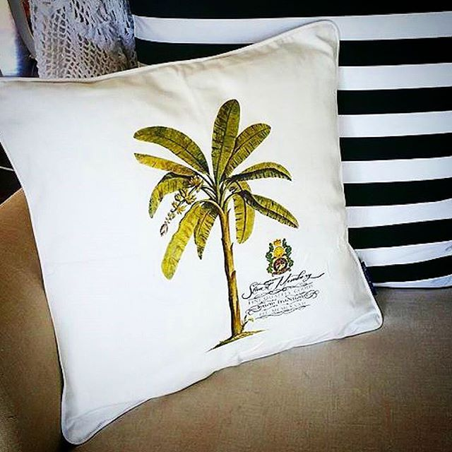 BERMUDA PALM from the SMHC PILLOW COLLECTION  Mix & Match #colonial inspired #pillows for a personal range of expression regram @pineapplevilla #shoponline #shipworldwide  #stuartmemberyhome