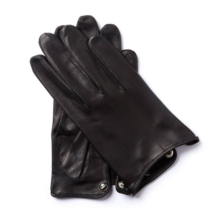 V.R.68 MOTORETTA COLLECTION This minimalistic glove made from exclusive lambskin was made for riding the legendary 1968 Vespa Rally scooter. The shortened length and vent on the wrist make for a looser cut with increased driving control.