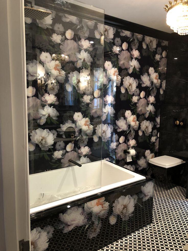Glamour and uber-luxurious #bathroom thanks to our stunning custom #printed #acrylicsplashbacks.