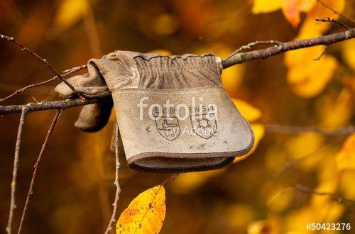 """Laden Sie das lizenzfreie Foto """"Feierabend Handschuh"""" von Photocreatief zum günstigen Preis auf Fotolia.com herunter. Stöbern Sie in unserer Bilddatenbank und finden Sie schnell das perfekte Stockfoto für Ihr Marketing-Projekt!"""