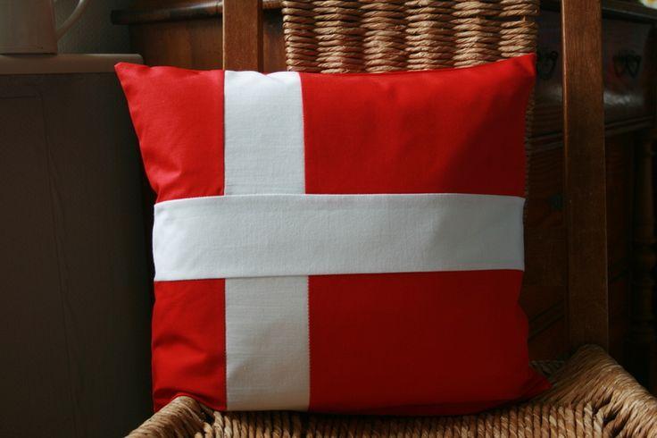 Kissen DÄNISCHE FLAGGE dansk rot weiß dannebrog von Lille Danmark auf DaWanda.com