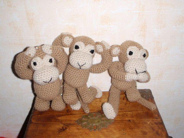 Les trois petits singes de la sagesse, tout voir, tout entendre et ne rien dire, doudou au crochet