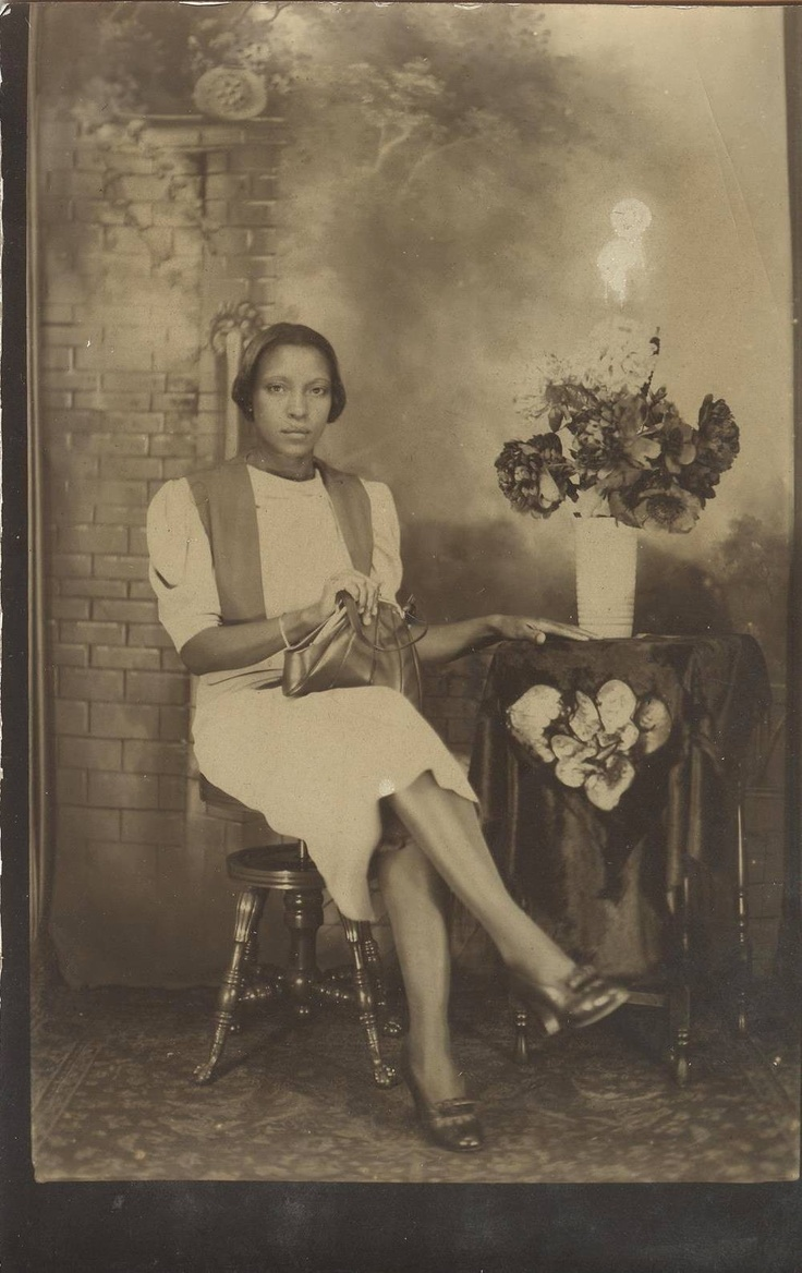 C1920s Vintage Photo Beautiful Classy Black African American Woman Flashy Purse | eBay