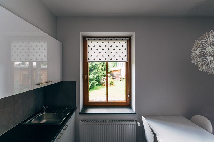 Black TRIANGLE mini roller blind by MOTIVO. Simple and beautiful.