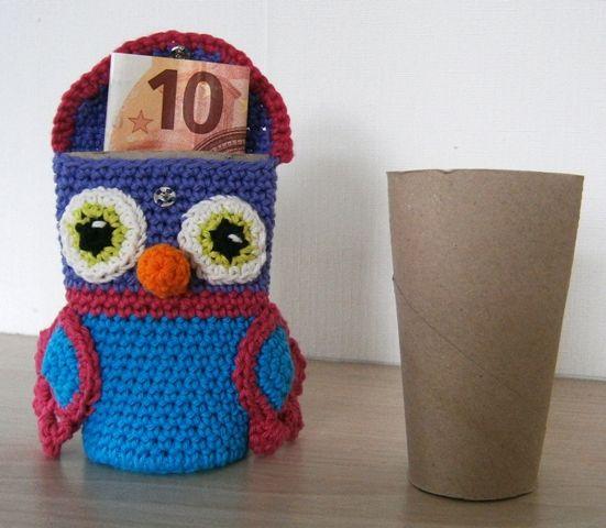 Kijk wat ik gevonden heb op Freubelweb.nl: een gratis haakpatroon van Sonja Style om deze leuke uil te maken die je ook kunt gebruiken als cadeau-envelop https://www.freubelweb.nl/freubel-zelf/gratis-haakpatroon-uiltje-cadeau-envelop/