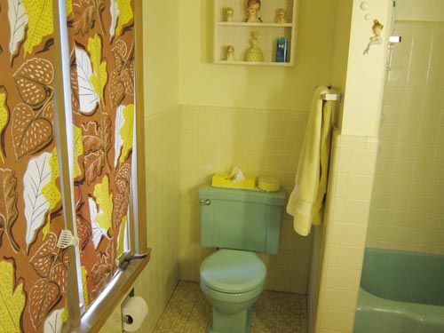 Bathroom Tiles Yellow 35 best yellow and green 1950's bathrooms images on pinterest