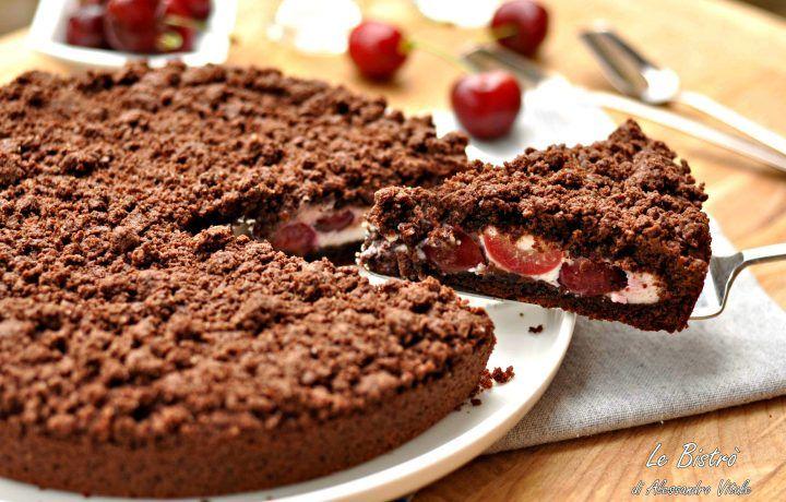 Sbriciolata al cacao con ricotta e ciliegie