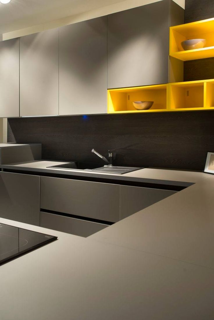A modern kitchen featuring cabinetry in Grigio Londra (0718) with a trendy yellow touch.