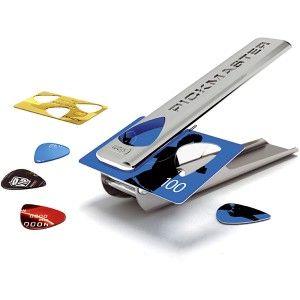 Une idée cadeau vraiment très cool qui va faciliter la vie des guitaristes ! Tous les joueurs de guitare connaissent ce problème : au moment de jouer, le médiator a disparu ! Grâce à la perforatrice à médiator il est désormais possible d'en fabriquer en un tour de main. Avec ce cadeau fabriquez vous-même des médiators originaux et personnalisés.