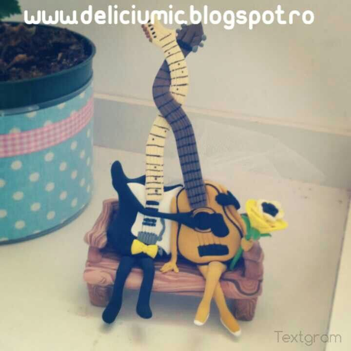 Handmade guitars cake topper <3