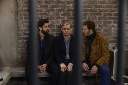 Fargo TV Show episode 4 Lester   Lester in jail with the fargo guys.