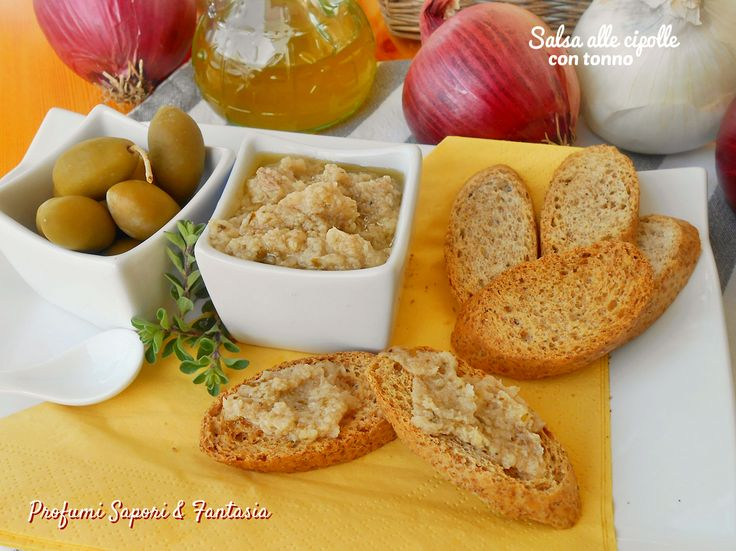 La salsa alle cipolle con tonno è semplicissima da preparare, con pochi ingredienti otterrete sia il condimento per la pasta o da spalmare per antipasti.